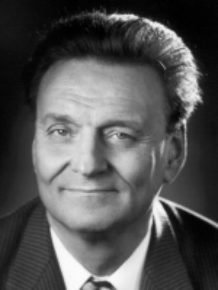Prof. Lüder