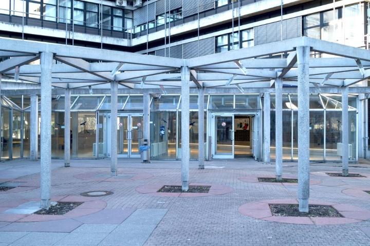 Haupteingang zum Gebäude Fakultät Elektrotechnik (c)