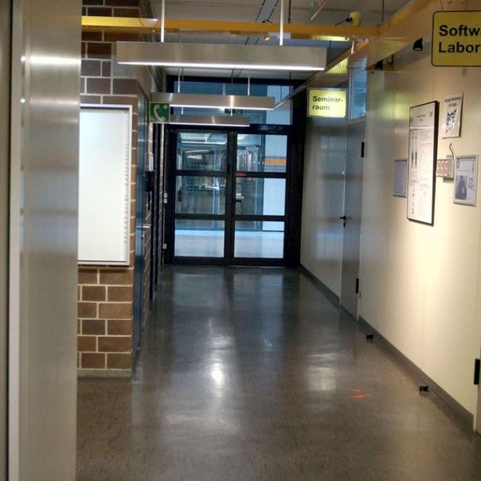 Bild5 -- Gang zum Seminarraum