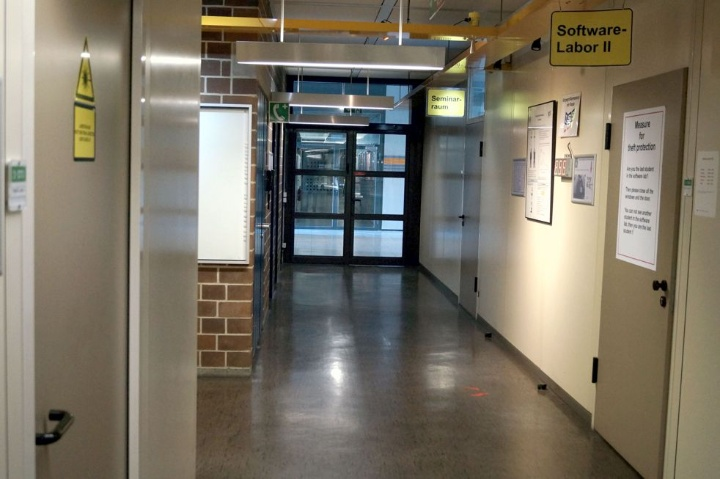 Access seminar room (c)